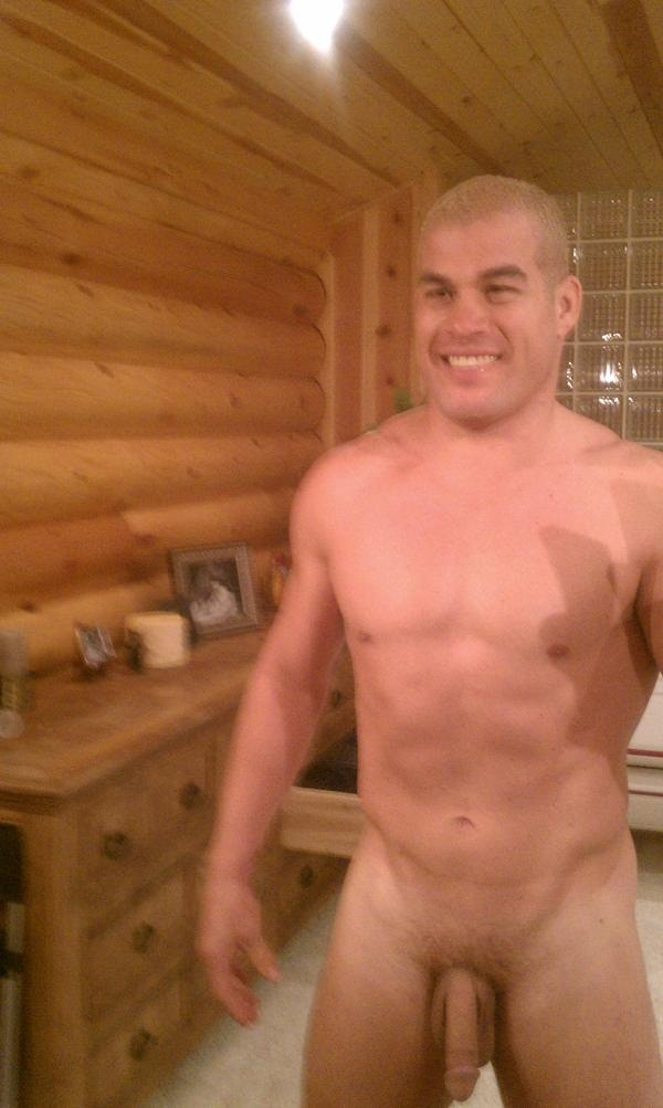 tito-ortiz-full-frontal-photo