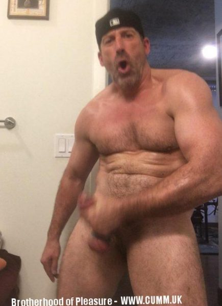 big muscle daddy wanks big dick