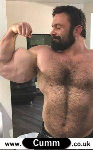 Muscled hunk gets cum