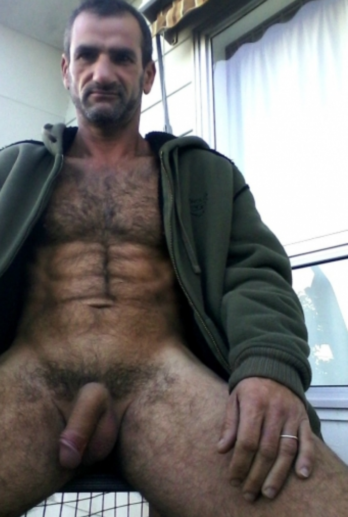 Looking for gay men dating in Centennial, CO?
