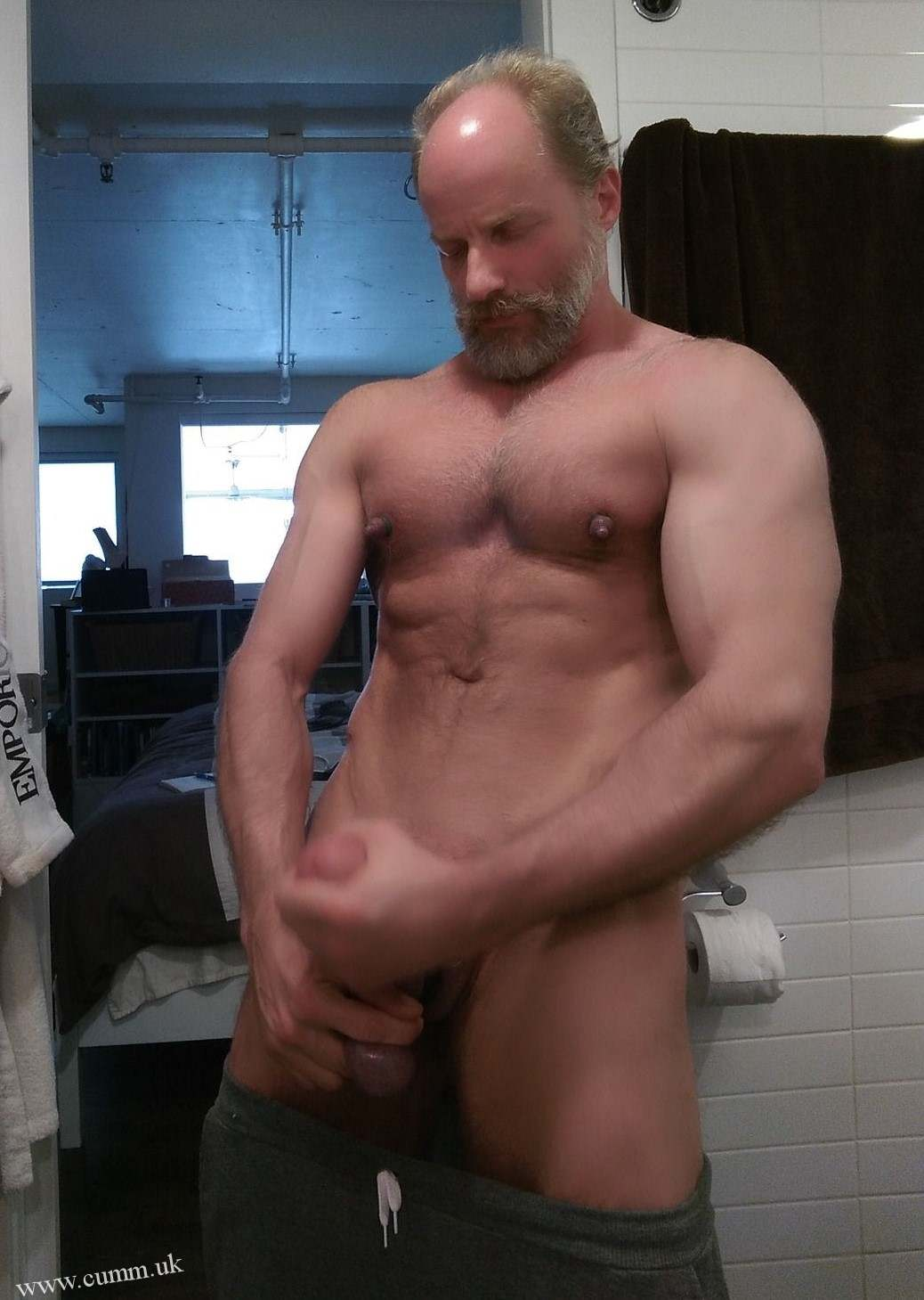 Muscle daddy sextoy and massage