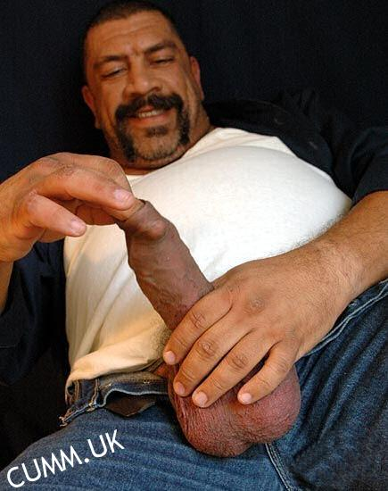 Self-pleasuring daddy 4skin