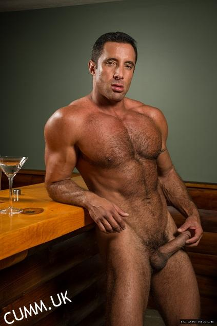Self-pleasuring wanking hairy