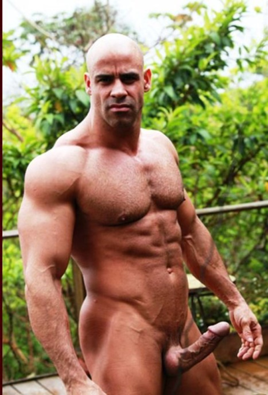 mature-hung-muscle-4