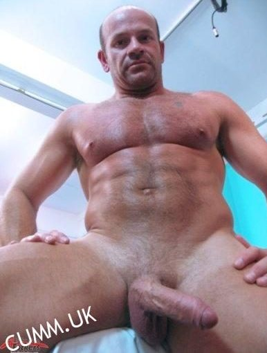 Amateur muscle hunk tugging his cock in locker room