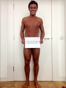 tom daley goes naked to get more followers on keek